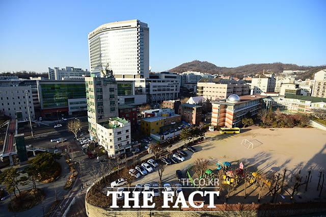 서울 서대문구에 위치한 서울지방경찰청 보안수사4대는 세브란스 병원과 초등학교 사이에 위치하고 있다.