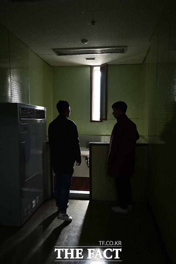 이처럼 대공분실은 경찰청 별관이라는 명패 뒤에 보안분실이라는 이름으로 숨어들어