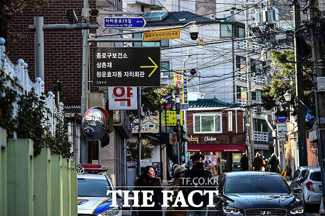 청와대 인근의 서울 종로구 옥인동 종로보건소 알림판에는 서울지방경찰청 보안수사2대를 알리는 표시는 보이지 않는다.