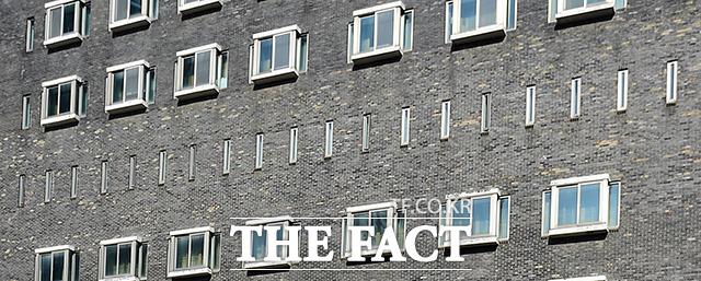 옛 대공분실 조사실이 위치한 5층은 유독 다른 층보다 창문이 협소하다.