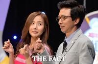 [TF포토] 강수지-김국진 커플, '달달한 눈빛'