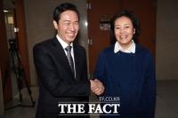 [TF포토] 우상호-박영선, '악수하는 민주당 서울시장 예비후보'