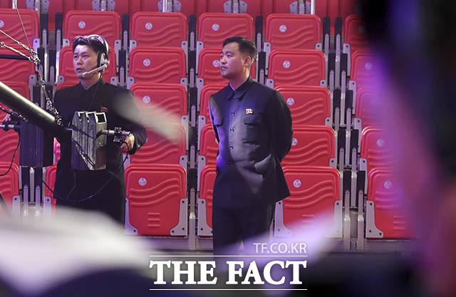 중계방송 준비하는 북측 방송사 기술진