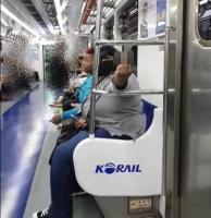 [영상] 지하철서 흑인 여성들에게 폭행 당한 예비군