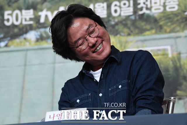 나영석 PD, 취재진 질문에 미소
