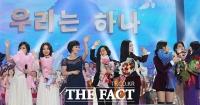 [TF포토] '무대에서 하나된 남과 북'