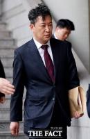 [TF포토] 어두운 표정의 박근혜 측 강철구 변호사