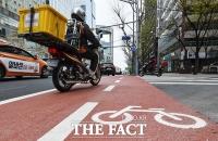 [TF포토] 종로 자전거 전용차로 개통 3일째...'시민의식은 아직 미숙'