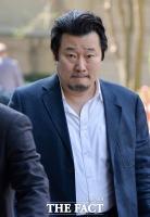 [TF포토] '굳은 표정으로 법원 들어서는 이상호 기자'