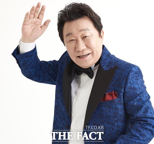 기왕 나선 김에 화끈하게 보여드려야죠. 임하룡은 다음달 5월7일과 8일 서울 광진구 워커힐 그랜드 서울 워커힐 시어터에서 데뷔 40주년을 기념하는 코미디 디너쇼를 연다. /더팩트 DB