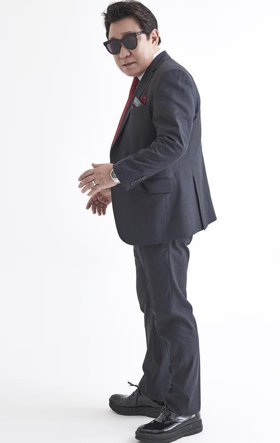 임하룡은 찬조출연자인 이경래, 김진호, 오나미 등과 함께 다양한 장기자랑을 선보이며 멋진 다이아몬드 스텝을 밟는다. /쇼당ENT