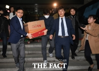 [TF포토] 김기식 출장 관련 한국거래소 압수수색 마친 검찰