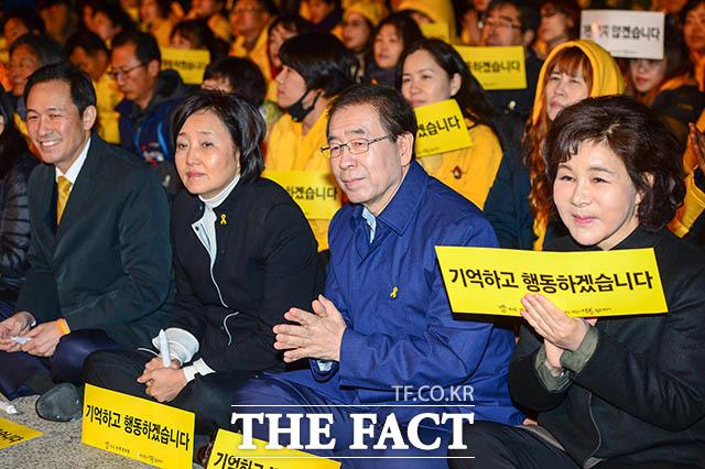 함께 참석한 박원순 시장의 부인 강난희 여사(오른쪽)