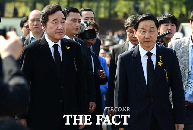 이낙연 국무총리(왼쪽)과 김상곤 부총리겸 교육부장관