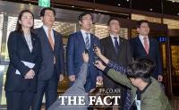 [TF포토] '경찰청 항의 방문한 자유한국당 의원들'