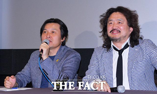 김지영 감독(왼쪽)과 언론인 김어준이 17일 오후 서울 동작구 아트나인에서 열린 영화 그날, 바다 상영보고회에 참석해 취재진과 질의응답을 하고 있다. /이동률 인턴기자