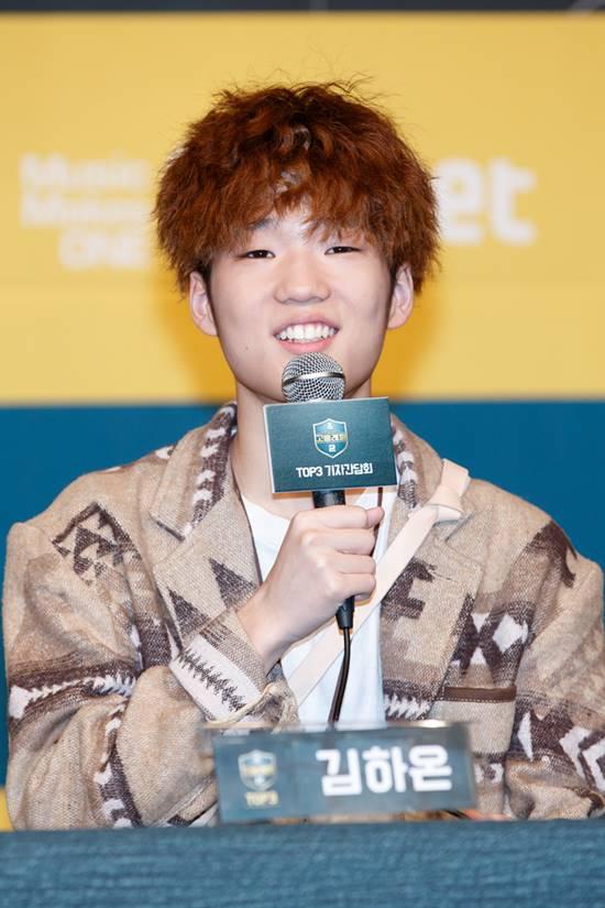 명상래퍼로 이름을 알린 김하온이 기자들의 질문에 답변하고 있다./Mnet 제공