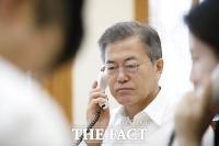 [TF포토] 아베, 文 대통령 회담 설명에 사의...일본패싱만 말아줘?