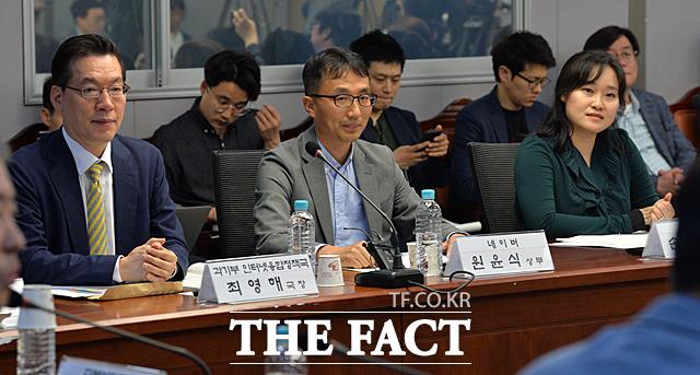 최영해 과학기술정통부 인터넷융합정책국 국장, 원윤식 네이버 상무, 손지원 오픈넷 변호사(왼쪽부터)