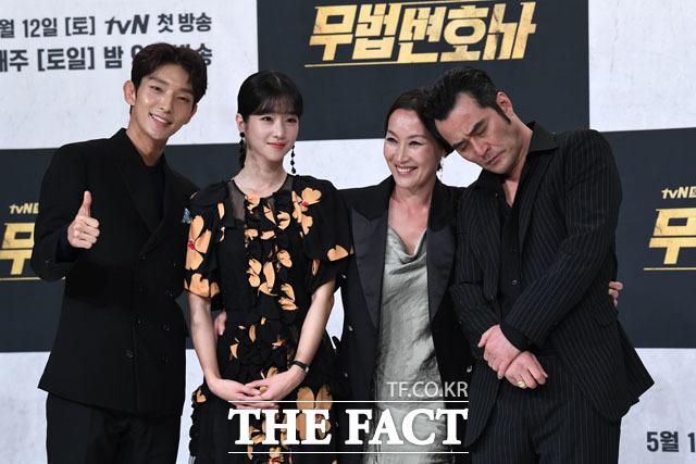 포토타임 갖는 이준기-서예지-이혜영-최민수