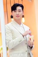 [TF포토] 박서준, '여의도 빛내는 우월한 외모'