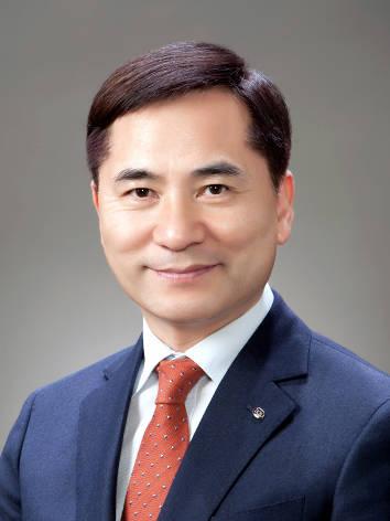 DGB대구은행은 18일 임원후보추천위원회를 열고 김경룡 회장 대행을 최종 후보로 선정했다. /대구은행 제공