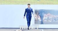 [TF포토] 손흥민, '시선 압도하는 모델급 런웨이'