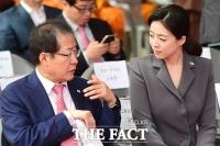 [TF사진관] 홍준표-배현진 '둘만의 긴밀한 대화'