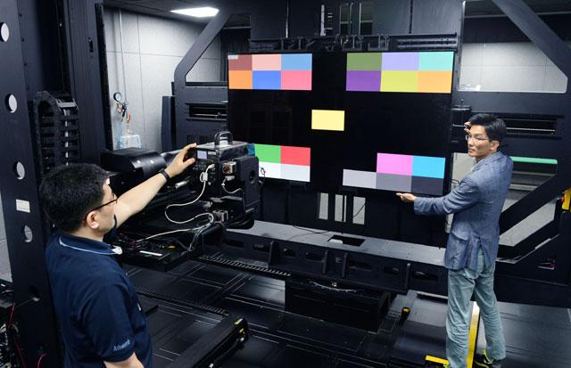 [TF현장] 올레드 TV 어떻게 만들어지나…R&D 심장부 LG 디지털 파크 가보니
