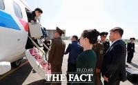[TF포토] 北 핵실험장 폐기 취재 남측 기자단 원산 도착 현장