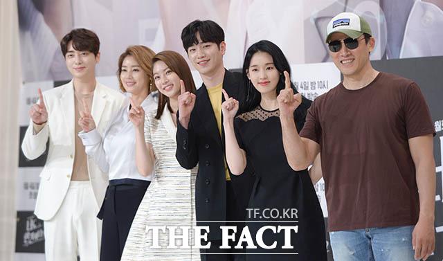 배우 이준혁과 김성령, 공승연, 서강준, 박환희, 유오성(왼쪽부터)