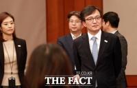 [TF춘추聞] '자초? 수난?' 김의겸 대변인 둘러싼 '말말말'