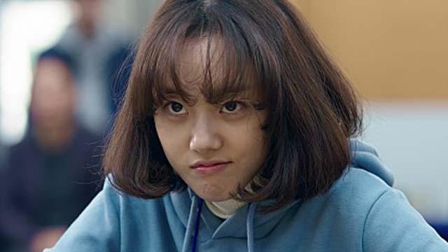 영화 오목소녀에 출연한 배우 박세완. 극 중 이바둑 역을 맡아 열연했다./오목소녀 스틸