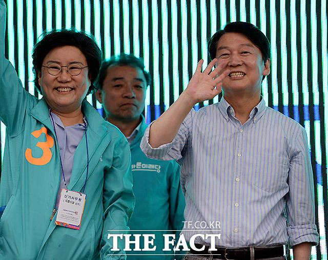 덩달아 기분 좋은 이혜훈 의원(왼쪽)