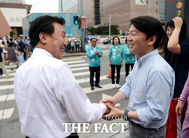 며칠만에 조우한 안철수 후보와 손학규 상임선대위원장