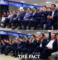 [TF포토] '초박빙 경남' 희비 교차하는 김경수 선거 사무실