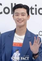 [TF포토] 박서준, '부회장님의 여심 울리는 손인사!'