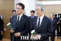 [TF포토] 김종필 전 총리 빈소 찾은 정진석-정몽준