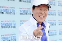 [TF포토] 송대관, '더팩트 걷기대회는 건강과 사랑이지요~'