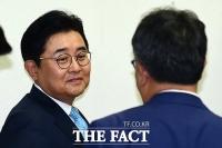 [TF포토] '묘한 웃음?' 공판 출석하는 전병헌 전 정무수석