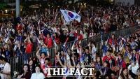 [TF포토] '아직 끝나지 않았다!'…거리응원 나선 12번째 선수들