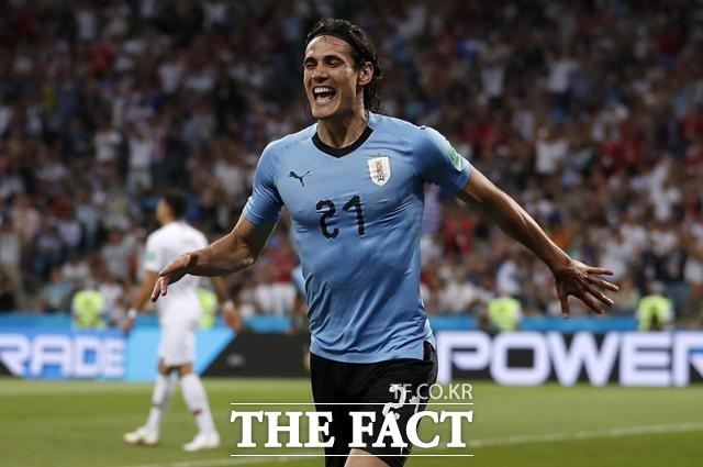카바니가 우루과이-포르투갈 경기에서 골을 터뜨린 뒤 기뻐하고 있다. 우루과이는 카바니의 멀티골에 힘입어 포르투갈을 2-1로 제압했다. /소치(러시아)=AP.뉴시스