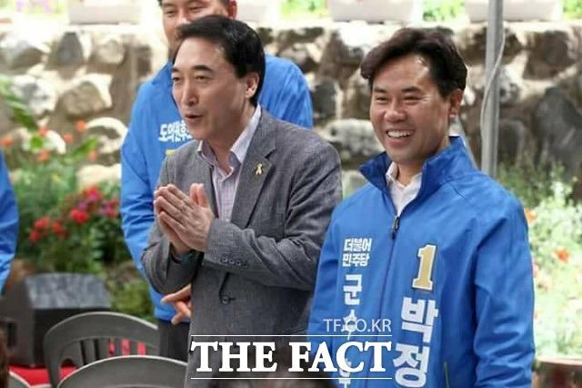 박수현 전 대변인은 지난 3월 '내연녀 특혜 공천' 의혹으로 충남도지사 후보직을 내려놓은 뒤 충남지역 곳곳을 다니며 민주당 소속 후보들을 지원했다. /박 전 대변인 페이스북 갈무리