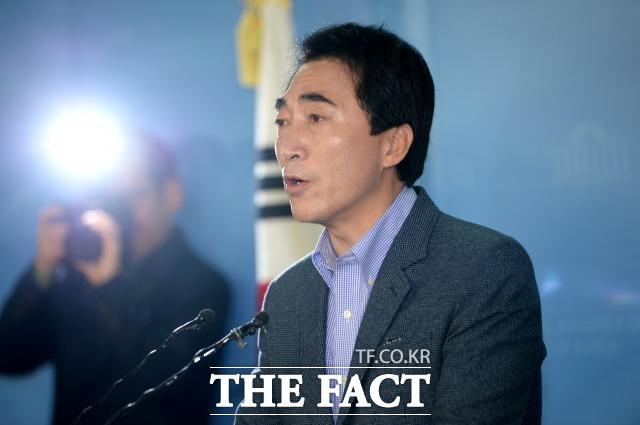 박 전 대변인은 지방선거에서 압승한 민주당을 향해 2020년 총선은 민주당이 어떻게 될지 모른다며 겸손을 당부했다. 박 전 대변인은 20대 국회 후반기 여의도 입성을 기다리고 있다. /이효균 기자