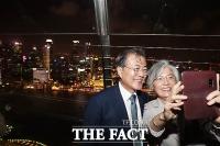 [TF포토] 文 대통령 부부, 싱가포르 마리나베이샌즈 방문