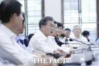 [TF포토] 文 대통령 '2020년 최저임금 1만원 무산' 공식사과