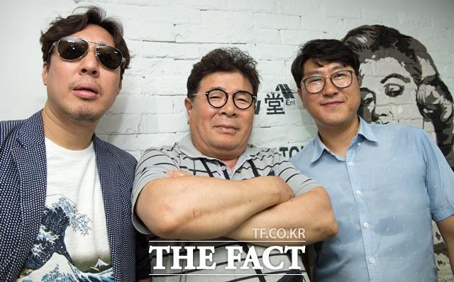 김정훈(왼쪽)은 MBC 예능프로그램 랭킹쇼 1,2,3 패널들이 선글라스를 벗으니 더 이문세씨 닮았다고 하더라고 말했다. (가운데는  배우 백일섭 닮은꼴 조일성, 오른쪽은 배우 송강호 닮은꼴 문종화). /김세정 기자