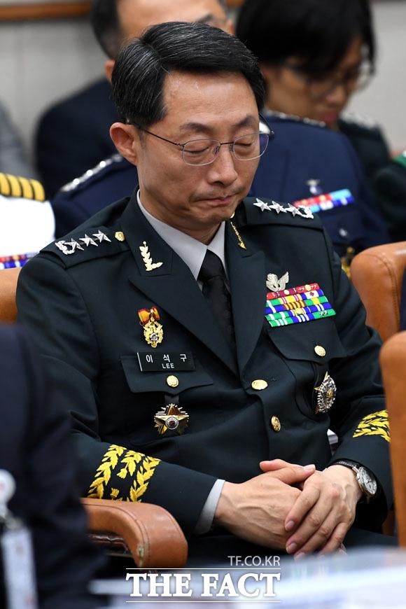 기무사 계엄령 문건에... 굳은 표정짓는 이석구 기무사령관