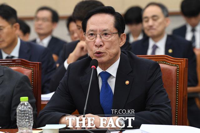 계엄령 문건과 마린온 헬기 추락 관련 질의 받는 송 장관