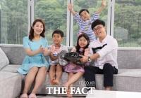 [TF확대경] '다둥이 스타부부' 김학도-한해원, 온가족 CF동반 출연
